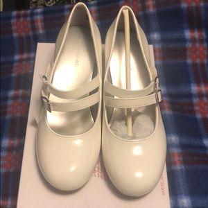 Girl's white shoes shinny heel